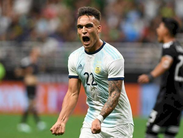 Tiền đạo trẻ Lautaro Martinez bật đèn xanh cho Barca