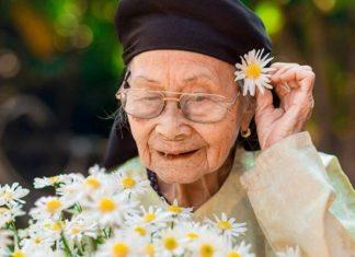 Mơ thấy bà ngoại đánh con gì, có điềm báo tốt hay xấu?