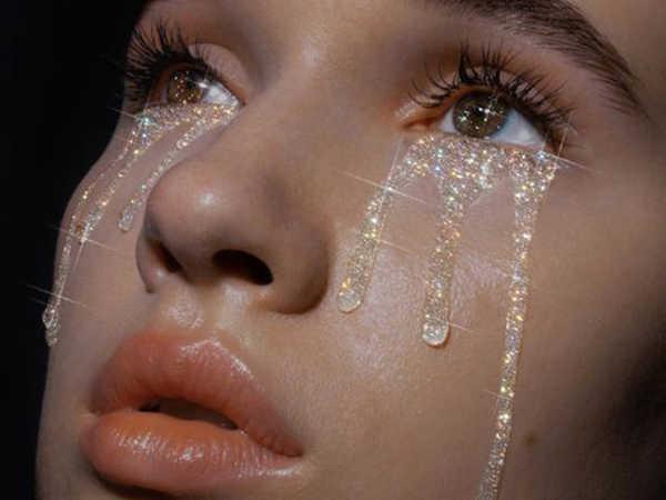 Mơ thấy nước mắt là điềm báo điều gì?